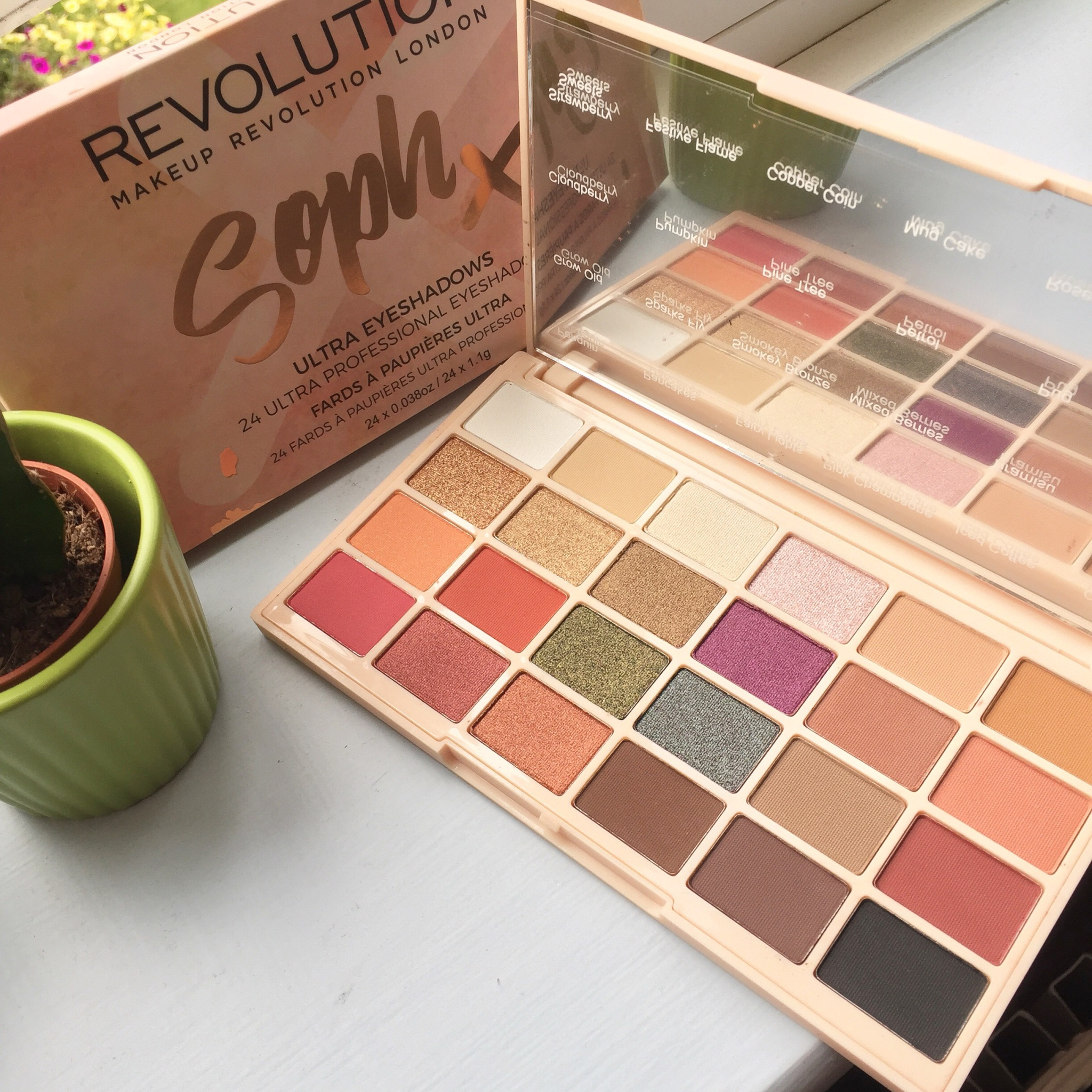 Soph X Makeup Revolution Eyeshadow Palette || Review